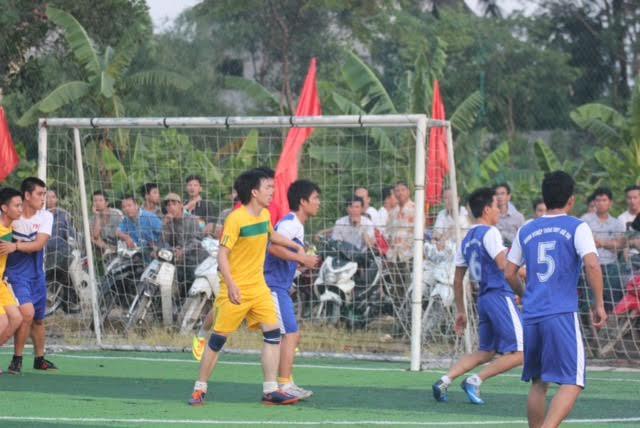 Tưng bừng khai mạc giải bóng đá mini nam thanh niên tranh cúp Việt Nam Xanh - Ảnh 6