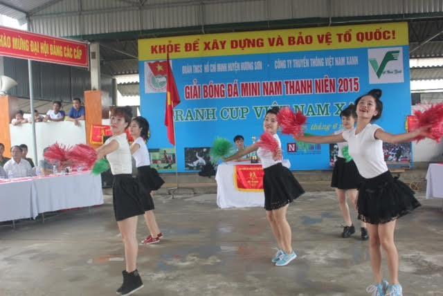 Tưng bừng khai mạc giải bóng đá mini nam thanh niên tranh cúp Việt Nam Xanh - Ảnh 2