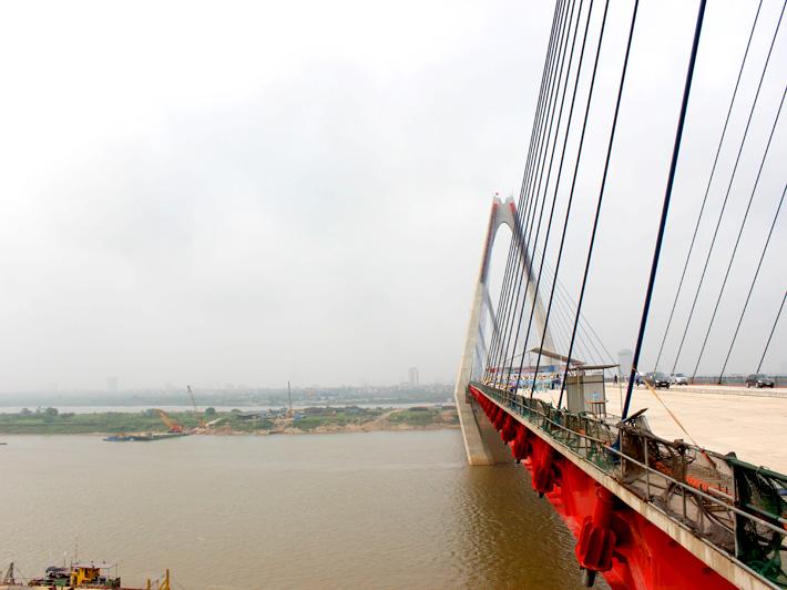 Hợp long cây cầu bắc qua sông Hồng dài nhất Hà Nội - Ảnh 2
