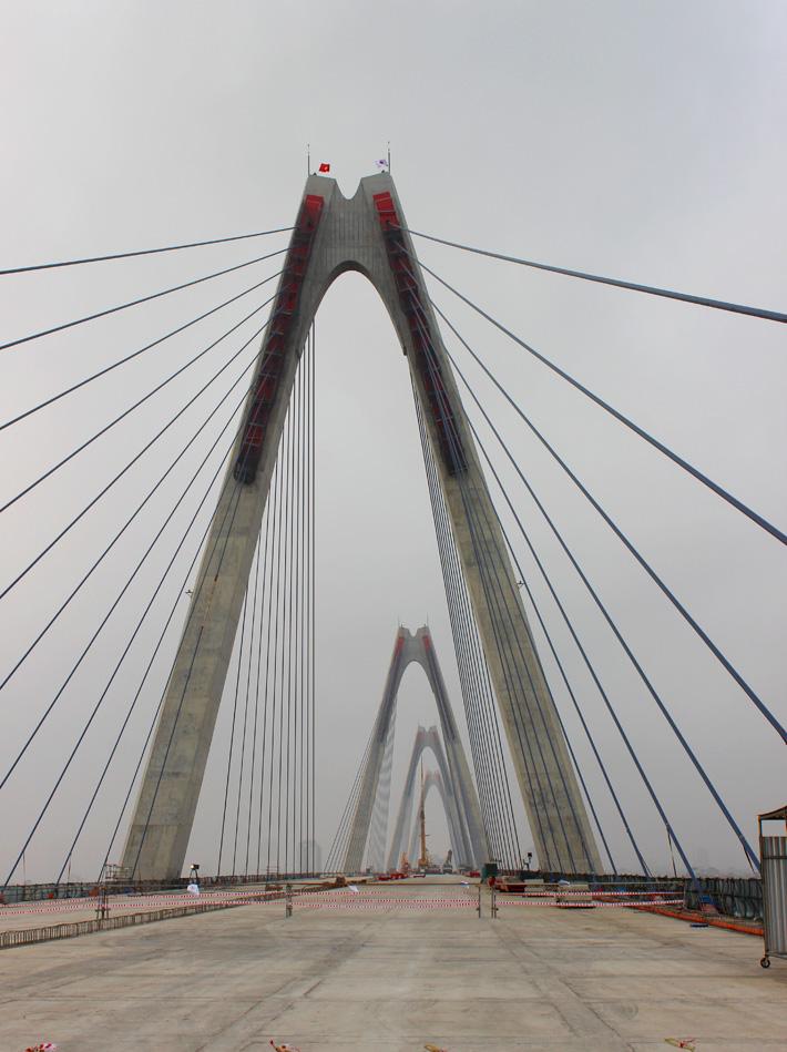 Hợp long cây cầu bắc qua sông Hồng dài nhất Hà Nội - Ảnh 5