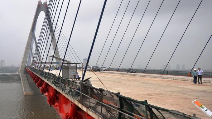 Hợp long cây cầu bắc qua sông Hồng dài nhất Hà Nội - Ảnh 6
