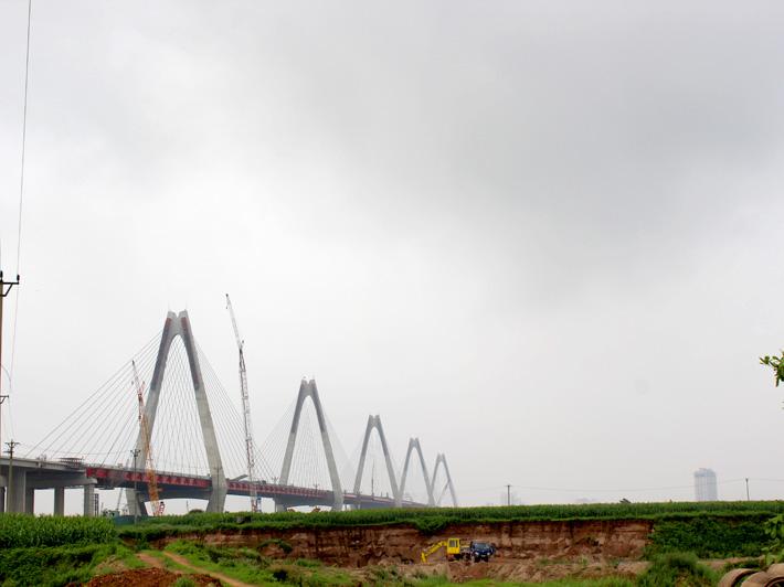 Hợp long cây cầu bắc qua sông Hồng dài nhất Hà Nội - Ảnh 8