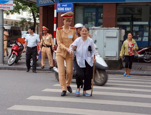 Chi 11 tỷ đồng mua lại văn minh - thanh lịch cho người Hà Nội - Ảnh 1