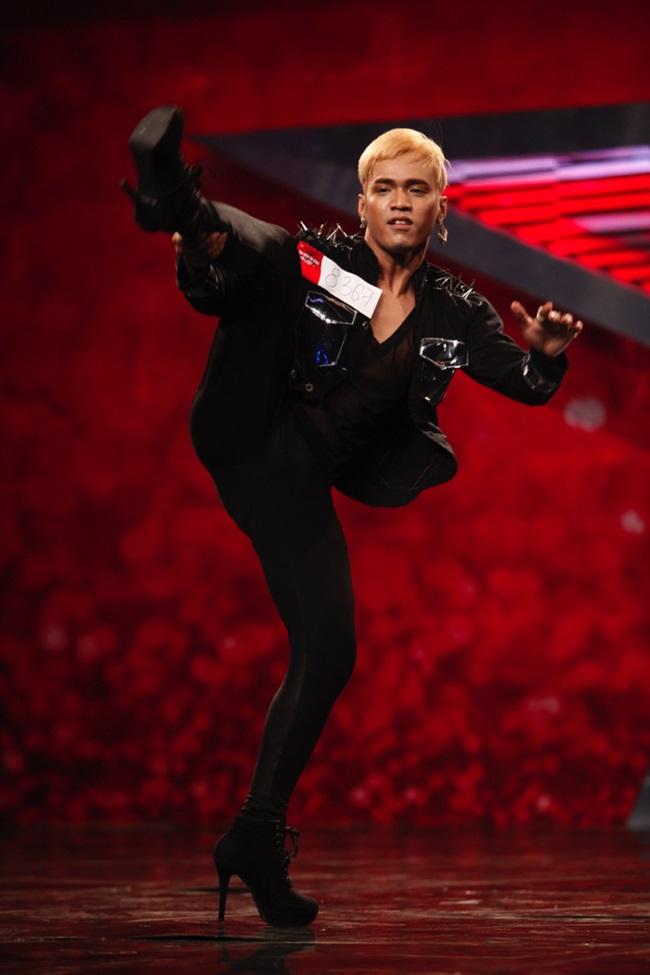 Vietnam's Got Talent: Thí sinh nam đi giày cao gót nhảy bốc lửa - Ảnh 2
