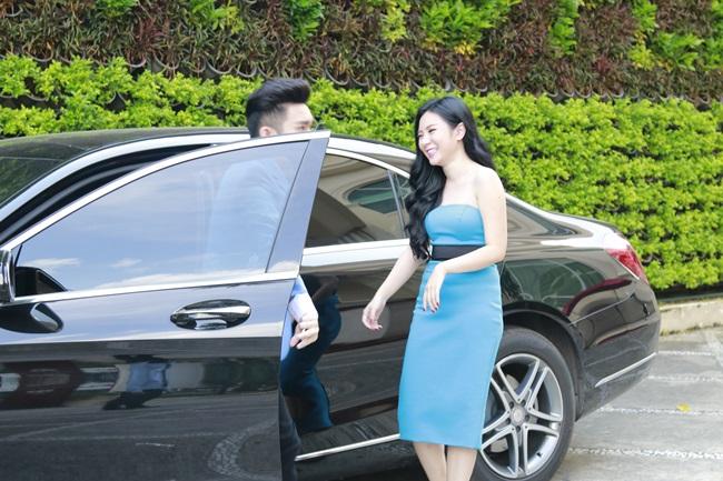 Quang Hà tình tứ đưa đón bạn gái bằng xe sang - Ảnh 1