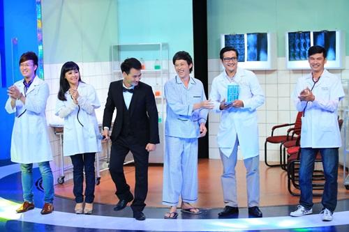 """Ơn giời cậu đây rồi: Hoài Linh làm bệnh nhân """"hành"""" khách mời - Ảnh 15"""