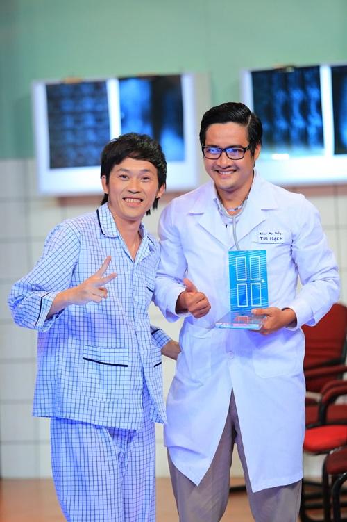"""Ơn giời cậu đây rồi: Hoài Linh làm bệnh nhân """"hành"""" khách mời - Ảnh 1"""