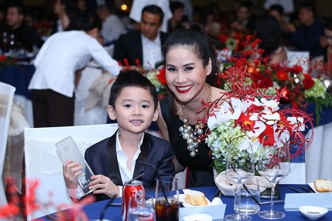 Minh Hằng, Sơn Tùng đoạt giải mỹ nhân - mỹ nam của năm - Ảnh 5