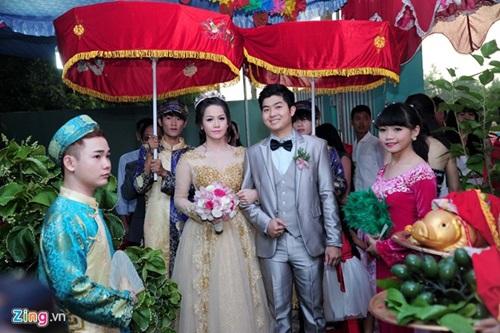 Nhật Kim Anh đội vương miện trong đám cưới tại quê nhà - Ảnh 1