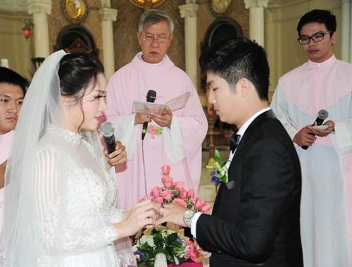Nhật Kim Anh đội vương miện trong đám cưới tại quê nhà - Ảnh 4