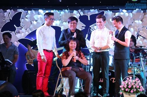 Nghệ sỹ Hoàng Lan nhận được 300 triệu đồng sau đêm nhạc từ thiện - Ảnh 1