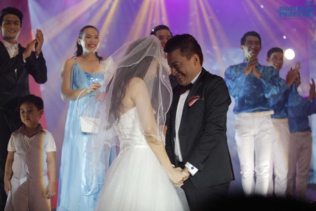 Lam Trường làm đám cưới trong liveshow hoành tráng - Ảnh 1