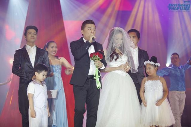 Lam Trường làm đám cưới trong liveshow hoành tráng - Ảnh 2