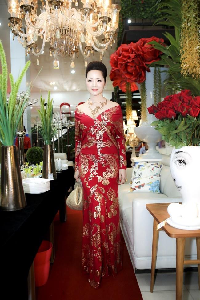 Linh Nga, Hà Kiều Anh khoe vẻ đẹp mặn mà, quyến rũ - Ảnh 7