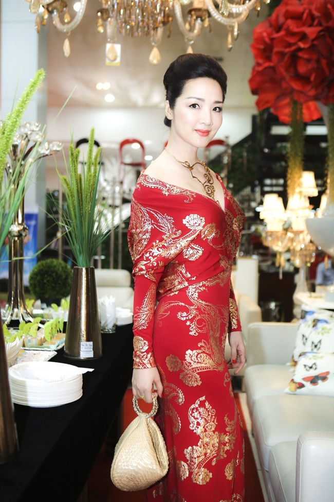 Linh Nga, Hà Kiều Anh khoe vẻ đẹp mặn mà, quyến rũ - Ảnh 5