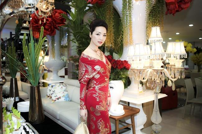Linh Nga, Hà Kiều Anh khoe vẻ đẹp mặn mà, quyến rũ - Ảnh 6