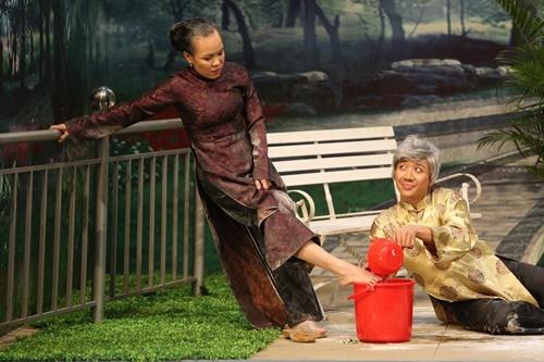 Hội ngộ danh hài: Trấn Thành rửa chân cho Việt Hương để cầu hôn - Ảnh 3