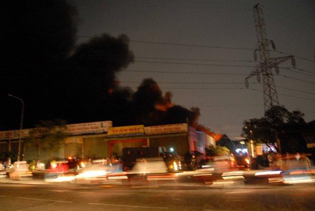 Cháy lớn khu xử lý chất thải rắn Gò Cát nằm trên QL1A - Ảnh 2