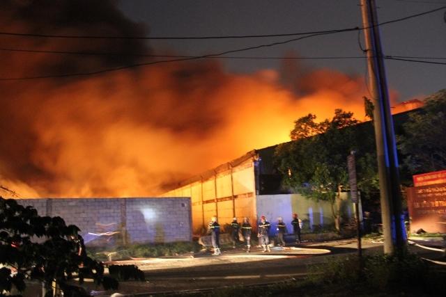 Cháy lớn khu xử lý chất thải rắn Gò Cát nằm trên QL1A - Ảnh 4