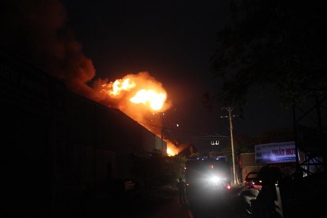 Cháy lớn khu xử lý chất thải rắn Gò Cát nằm trên QL1A - Ảnh 3