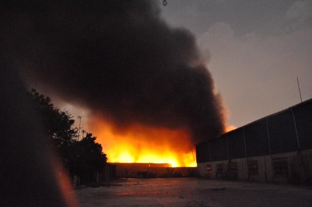 Cháy lớn khu xử lý chất thải rắn Gò Cát nằm trên QL1A - Ảnh 1