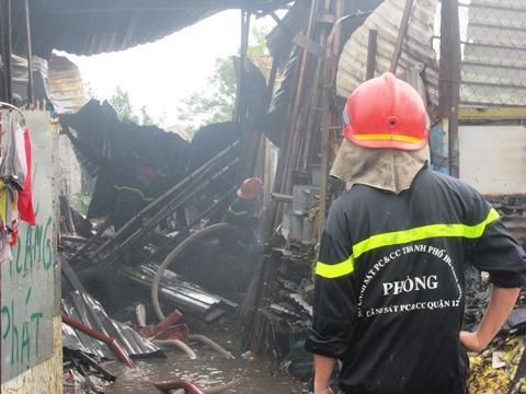 Cháy cửa hàng phế liệu gần lớp mầm non, hàng chục trẻ phải sơ tán - Ảnh 5
