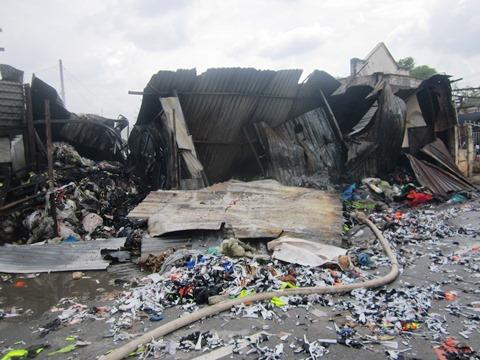 Cháy cửa hàng phế liệu gần lớp mầm non, hàng chục trẻ phải sơ tán - Ảnh 7