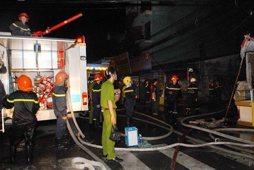TPHCM: Cháy lớn cửa hàng kinh doanh đồ cũ - Ảnh 2