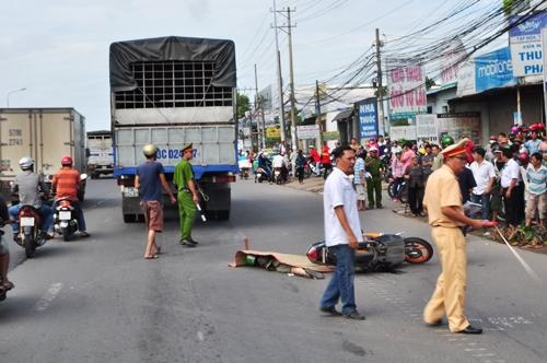 Đồng Nai: Xe tải cán chết nam sinh viên trước cổng bệnh viện - Ảnh 1
