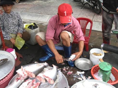 Khi đàn ông ngồi chợ - Ảnh 1