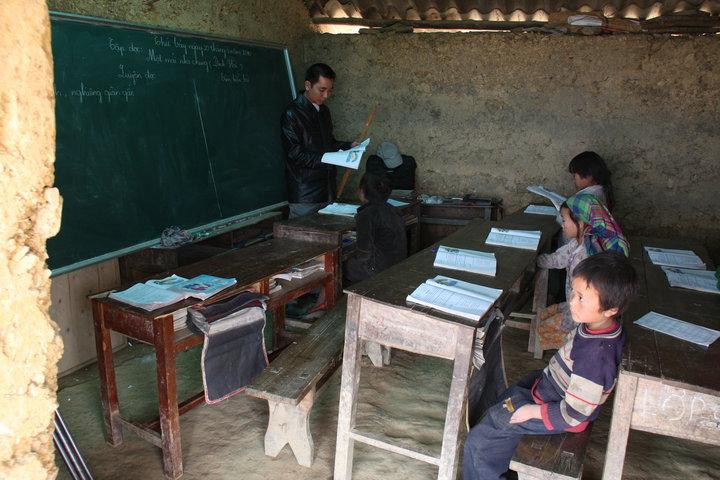 Chung tay tiếp sức đưa học sinh vùng cao đến trường - Ảnh 1