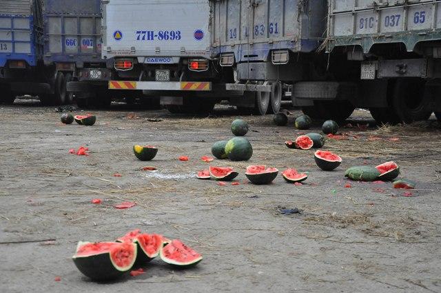 Hàng nghìn xe dưa hấu xếp hàng lay lắt ở cửa khẩu Tân Thanh - Ảnh 5