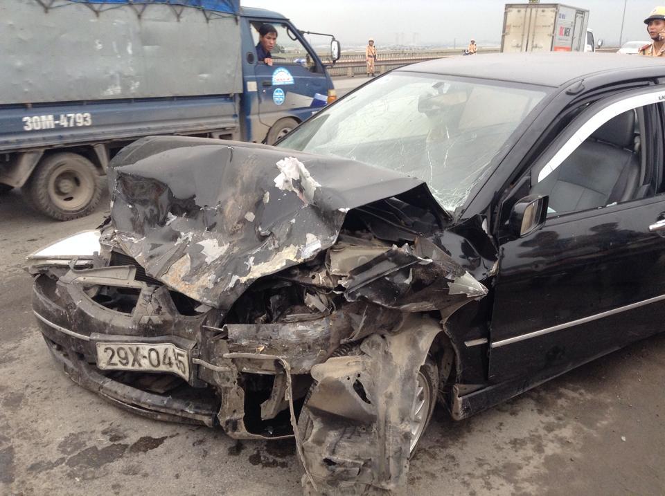 Tai nạn liên hoàn trên cầu Thăng Long, 5 người nguy kịch - Ảnh 2