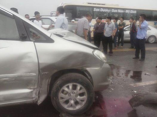 Tai nạn liên hoàn trên cầu Thăng Long, 5 người nguy kịch - Ảnh 1