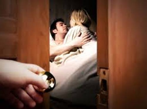 Bằng chứng tố cáo chồng quan hệ ngoài luồng - Ảnh 1