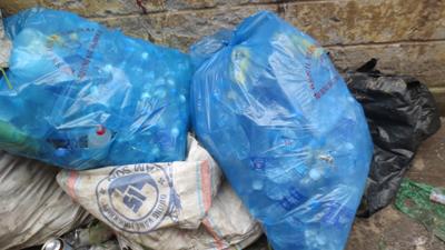 Mầm hoạ từ rác thải y tế BV Bạch Mai: Ám ảnh, rác thải dính máu - Ảnh 2