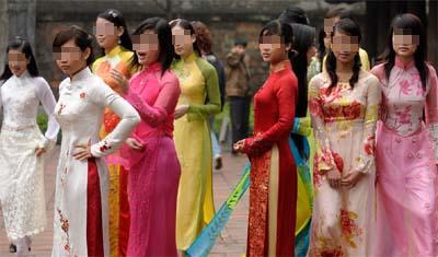 """118 cô gái lột đồ để được chọn làm vợ hay """"mua cô dâu theo nhóm"""" - Ảnh 2"""