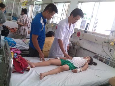 Bệnh nhân có thể tử vong nếu bị sốc sốt xuất huyết - Ảnh 1