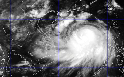 Cập nhật tin bão mới nhất: Bão Thần Sấm cách Móng Cái 290km - Ảnh 1