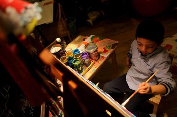 Cậu bé tự kỷ mở triển lãm tranh ở Hà Nội - Ảnh 1
