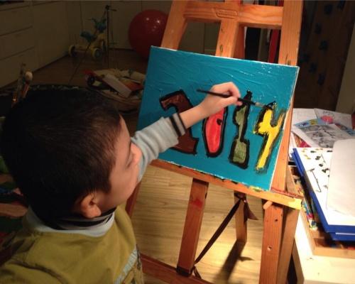 Cậu bé tự kỷ mở triển lãm tranh ở Hà Nội - Ảnh 2