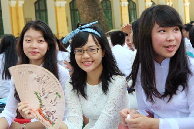 Ngắm nữ sinh Chu Văn An duyên dáng ngày bế giảng - Ảnh 3
