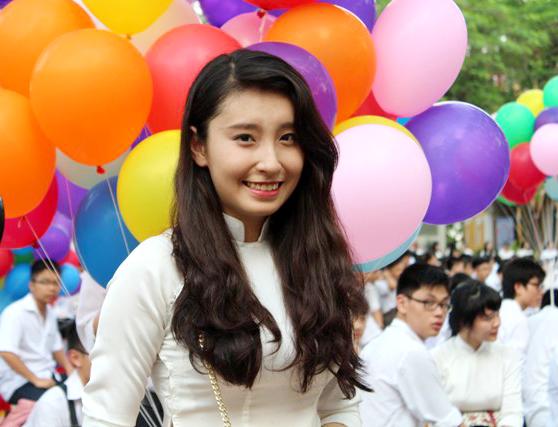 Ngắm nữ sinh Chu Văn An duyên dáng ngày bế giảng - Ảnh 4