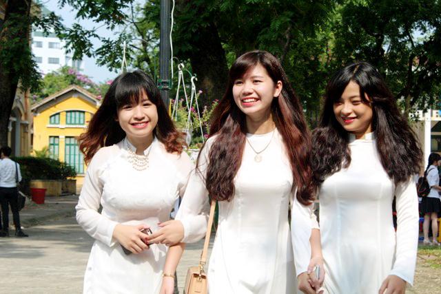 Ngắm nữ sinh Chu Văn An duyên dáng ngày bế giảng - Ảnh 6