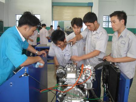 Sáp nhập trung tâm dạy nghề và giáo dục thường xuyên - Ảnh 1