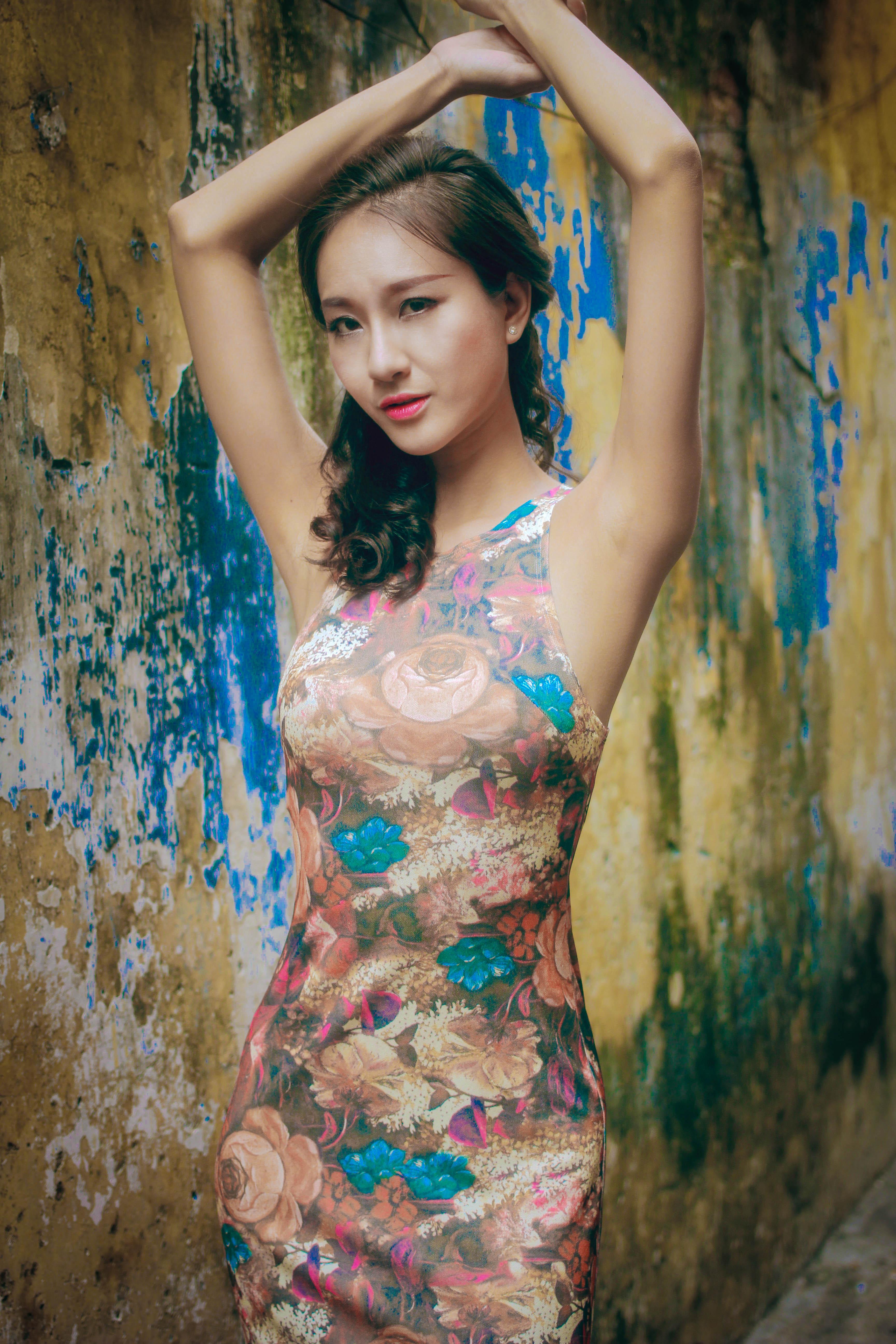 Bạn gái diễn viên Thái Chí Hùng quyến rũ đón thu - Ảnh 8