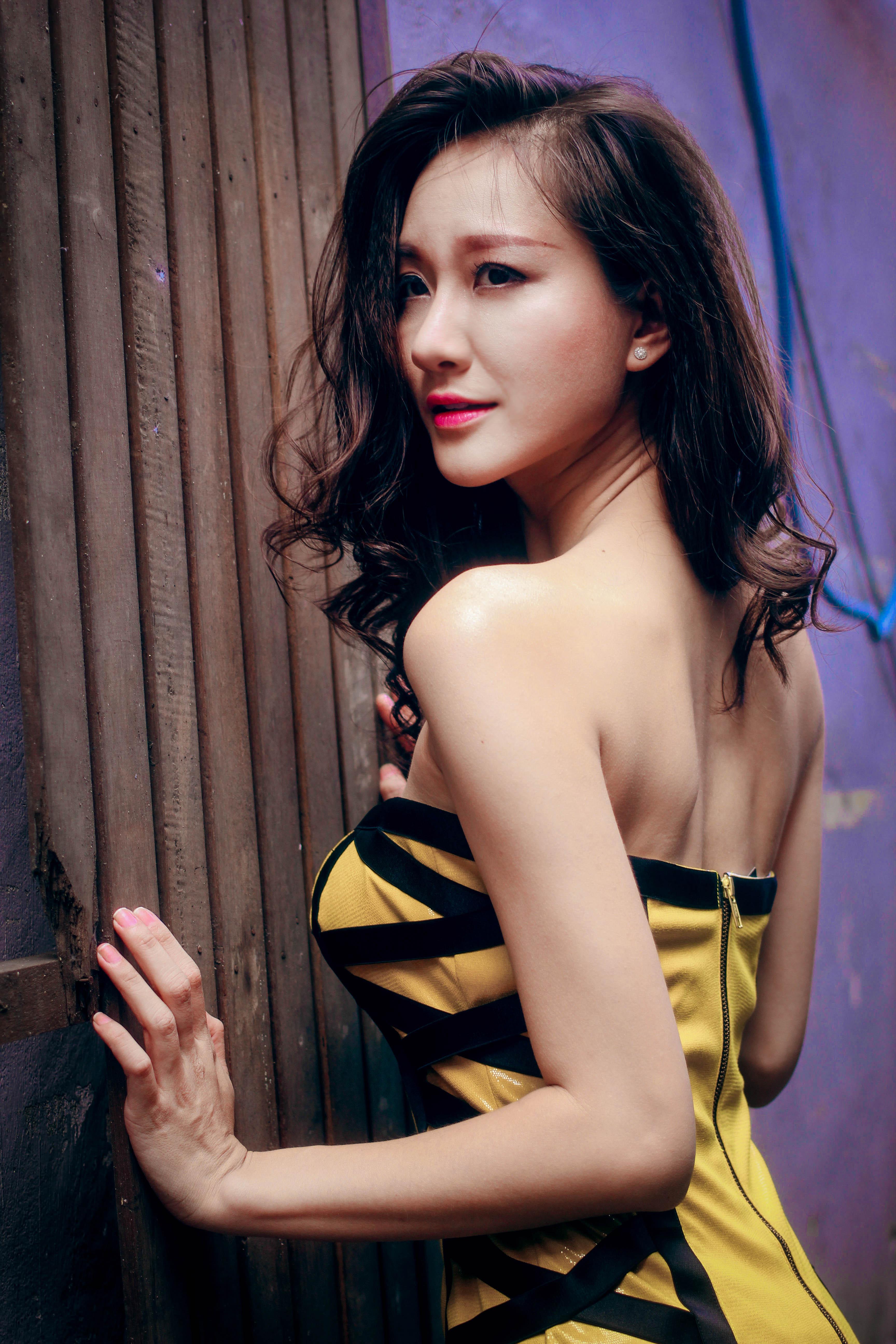 Bạn gái diễn viên Thái Chí Hùng quyến rũ đón thu - Ảnh 4
