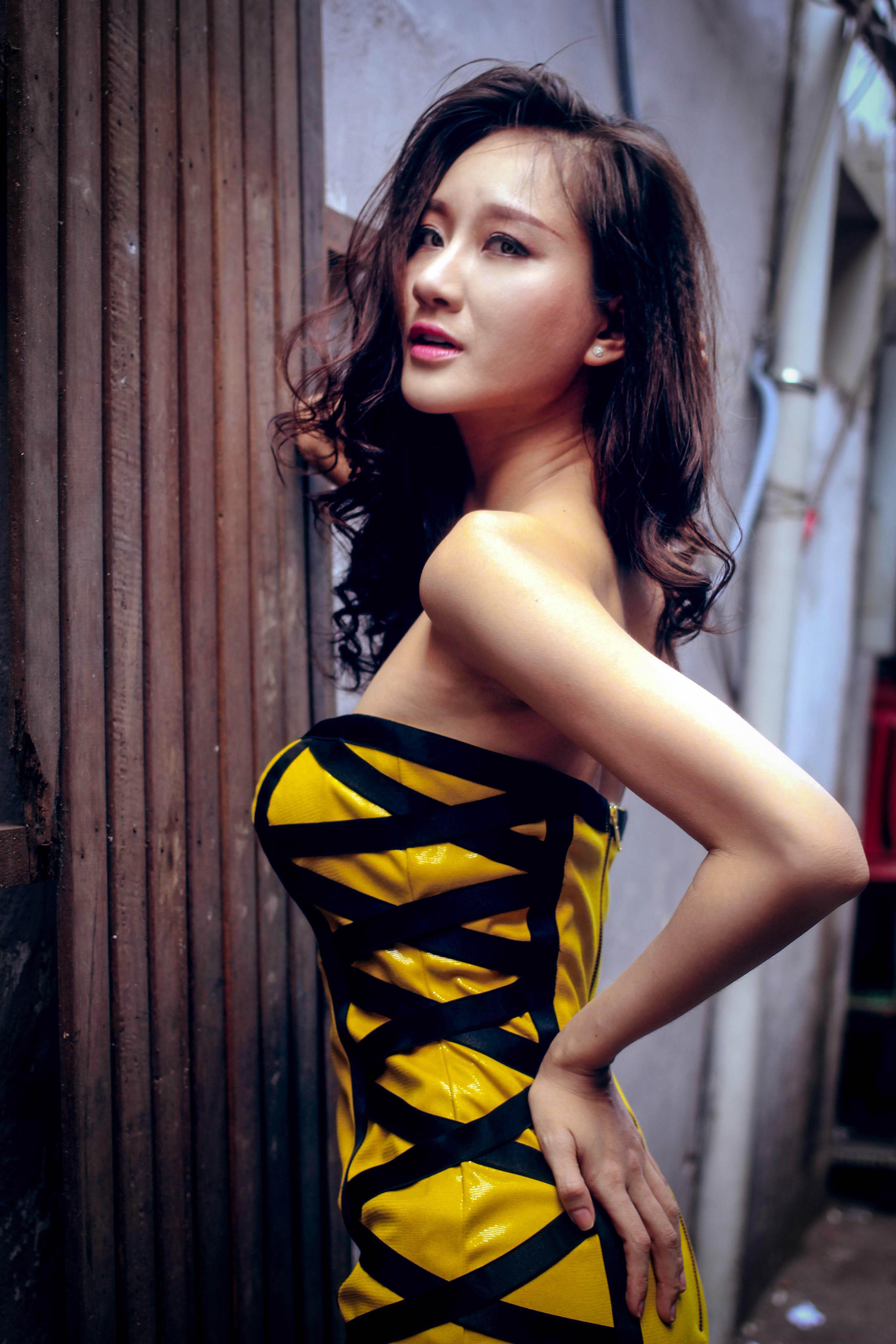 Bạn gái diễn viên Thái Chí Hùng quyến rũ đón thu - Ảnh 3