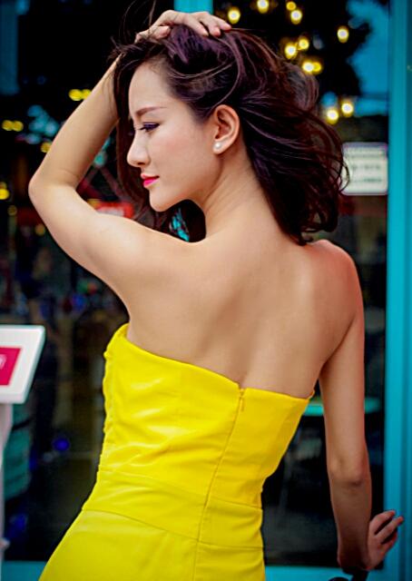 Bạn gái diễn viên Thái Chí Hùng quyến rũ đón thu - Ảnh 1