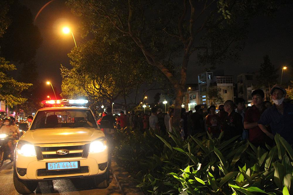 Giao thông náo loạn vì xác chết trên kênh Nhiêu Lộc - Thị Nghè - Ảnh 2